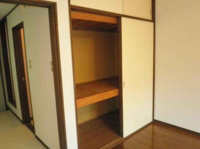 アーバンパレス鷹の台 105号室の収納