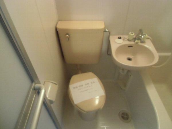 アドニス元町 101号室のトイレ