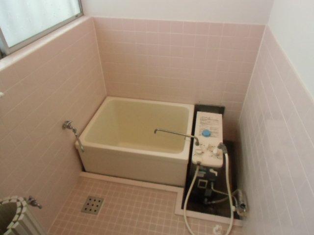 国分寺東元町貸家の風呂