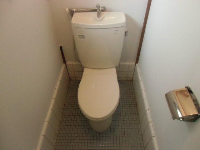 国分寺東元町貸家のトイレ