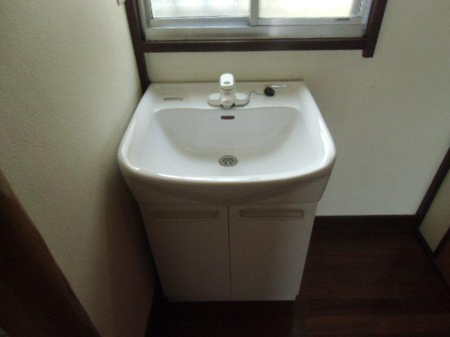 国分寺東元町貸家の洗面所