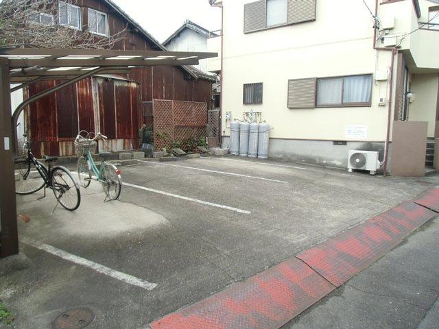 西六軒伊藤貸家の駐車場