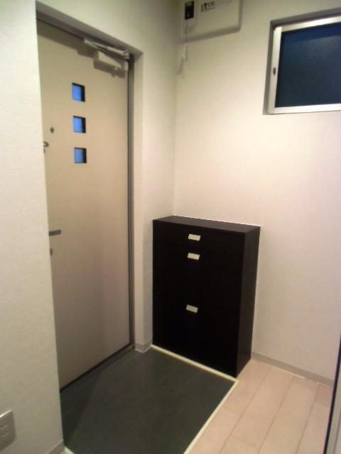 クラウド9コウウン 302号室の玄関