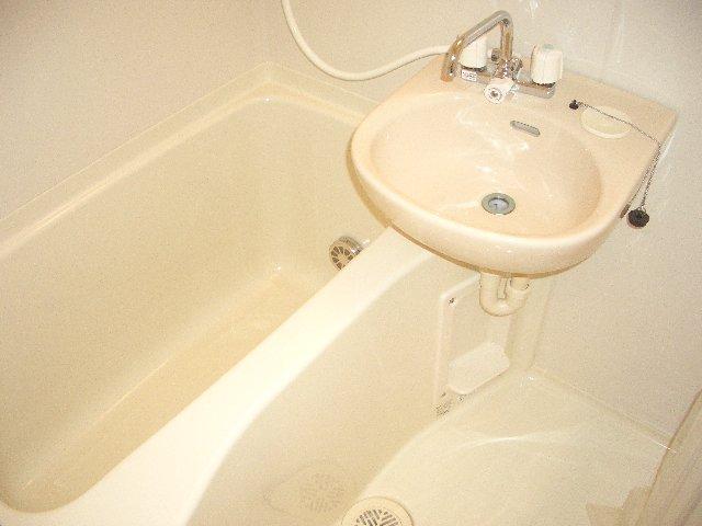 コラーレ二俣川 102号室の風呂