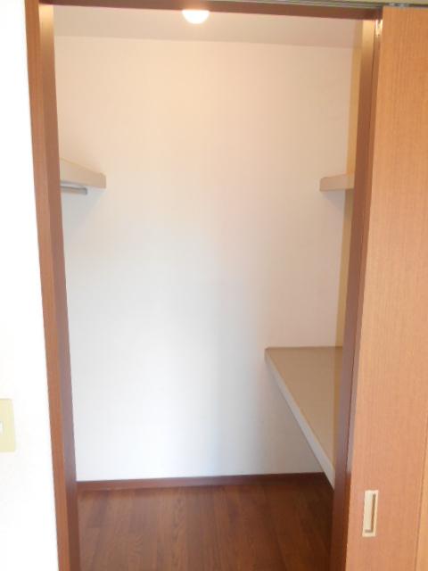 ファミリーメゾン 101号室の収納