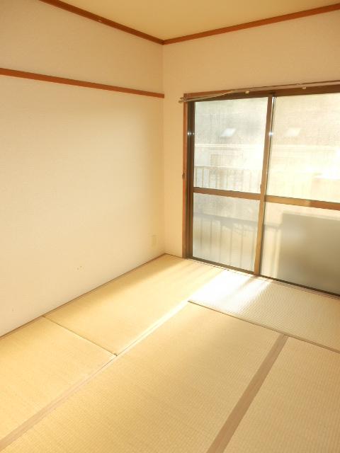 グランベールヨシミ 201号室のリビング