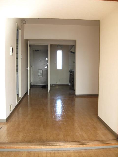 サン・クレスト小林 306号室のリビング