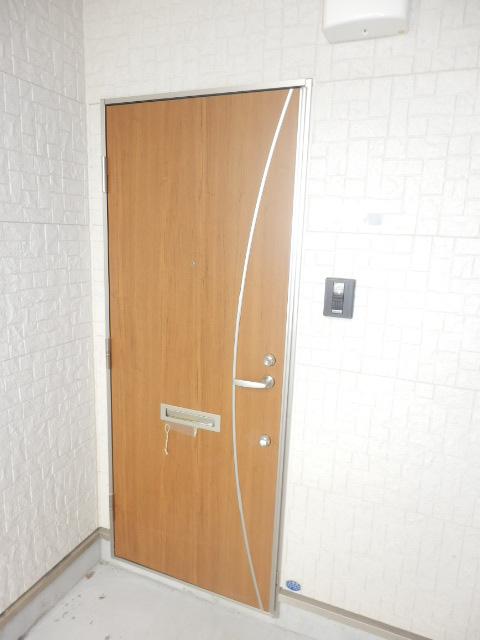 イベリスビラ 102号室の玄関