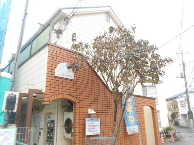 サンライズ桜ヶ丘 102号室のエントランス