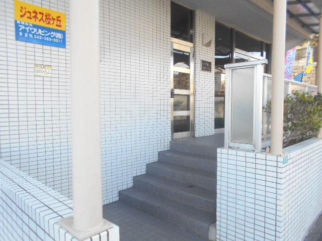 ジュネス桜ヶ丘 505号室のエントランス