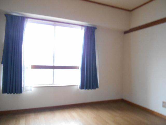 京王電器ビル 302号室の居室