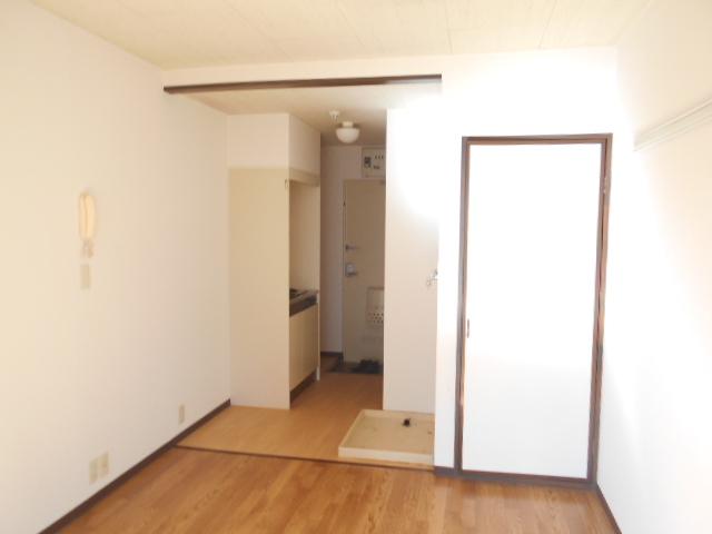 フェニックス聖蹟 205号室の居室
