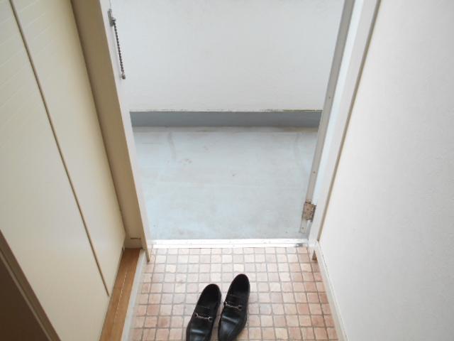 カサブランコ聖蹟Ⅰ 107号室の玄関
