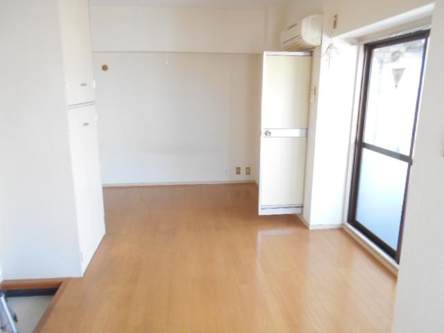 ラトゥールアンフィニ 902号室の居室