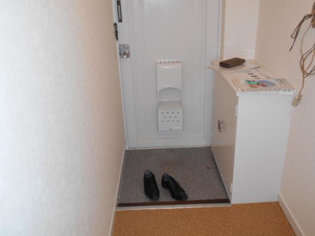 ヴェルドミール聖蹟桜ヶ丘 304号室の玄関
