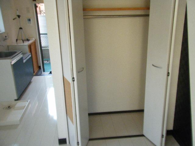 スカイ・ウェイ 105号室の収納