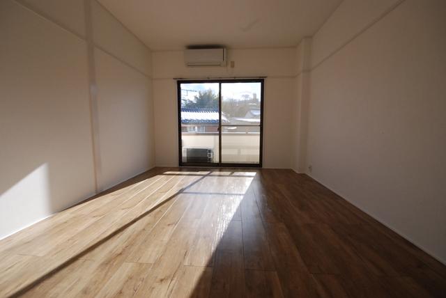 ビーハイブ 302号室の居室