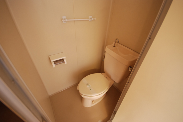 ビーハイブ 302号室のトイレ