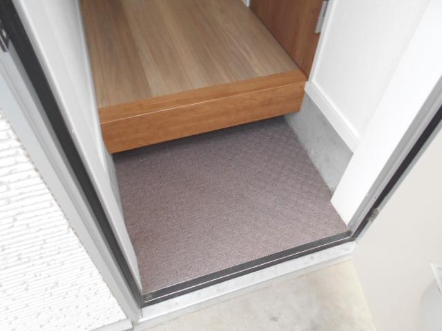 ヴィレッジハイツ 205号室の玄関