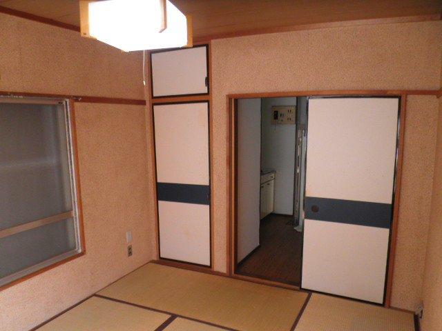 第2菊富士マンション 102号室のリビング
