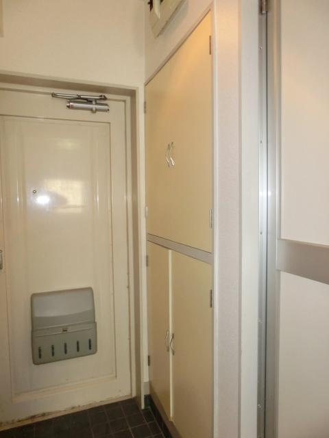 小塩マンション 3C号室の玄関