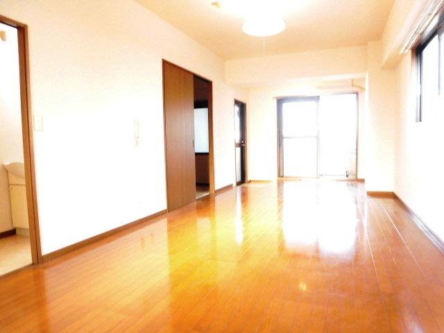 リムロックハウス覚王山 3A号室のリビング