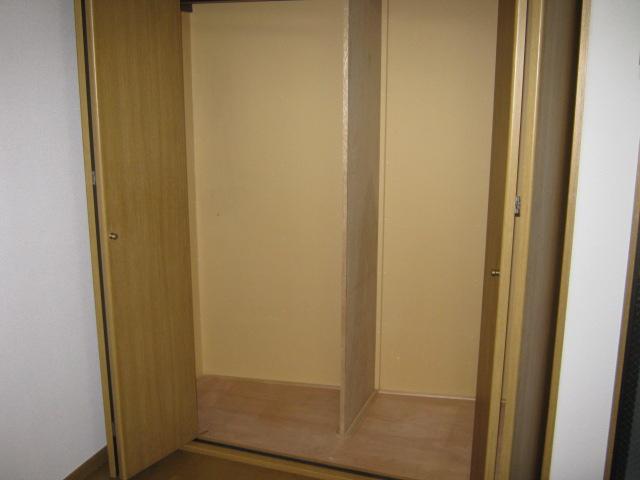 メゾネットヒラヤマ 101号室の収納