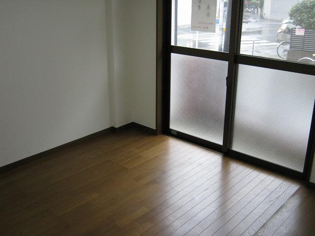 アムールサクライ 303号室のリビング