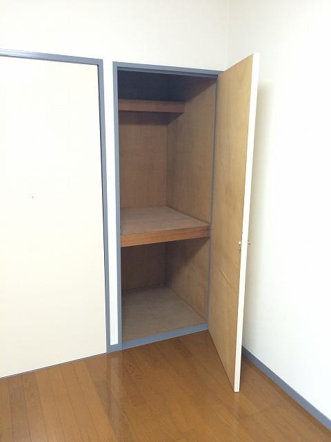キャヴァンイワタ 205号室の収納