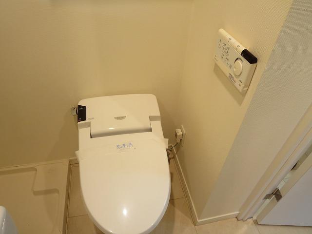 グランアセット自由が丘 406号室のトイレ
