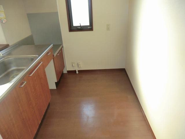 モナーク ヴィレ B棟 102号室のキッチン
