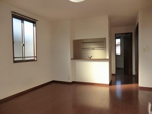 モナーク ヴィレ B棟 102号室のリビング