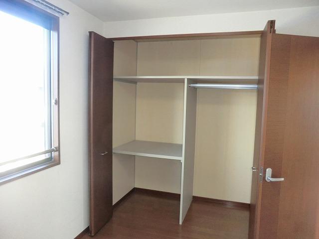 モナーク ヴィレ B棟 102号室の収納
