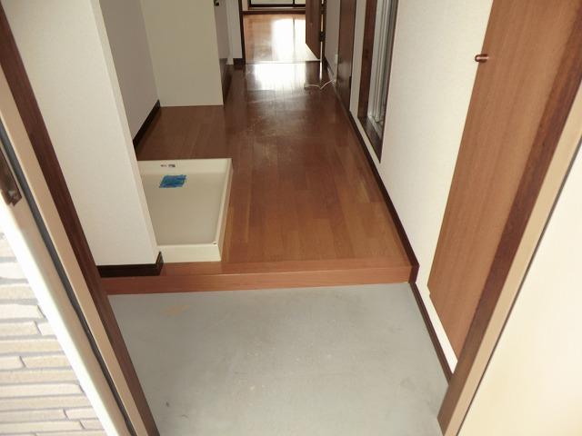 プリミア篠目 201号室の玄関