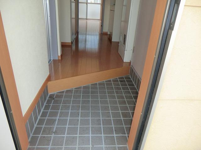 レークハヤⅢ 101号室の玄関
