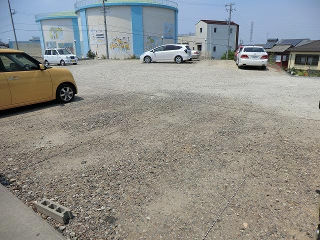 レークハヤⅢ 101号室の駐車場