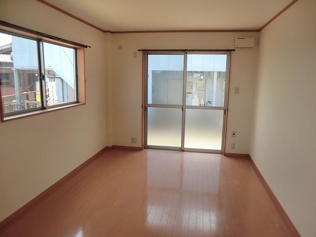 レークハヤⅢ 101号室の居室