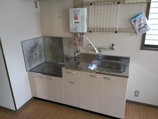 ハイツ浦賀 101号室のキッチン
