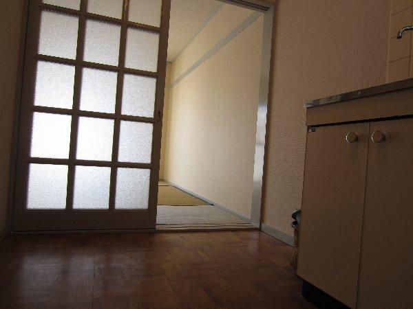 プラトー井田 201号室のリビング