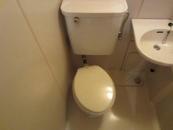 プラトー井田 201号室のトイレ