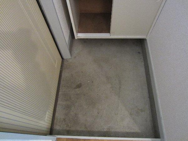 プラトー井田 201号室の玄関