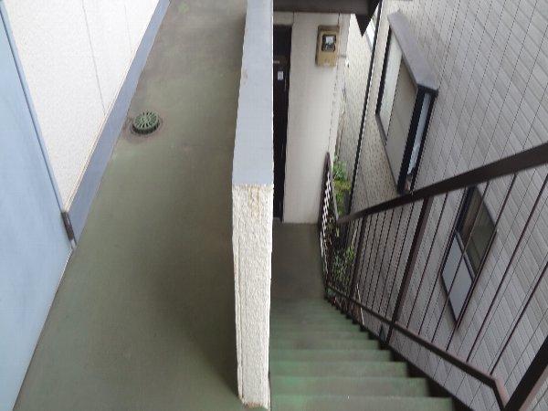 松本ハイム 301号室のエントランス
