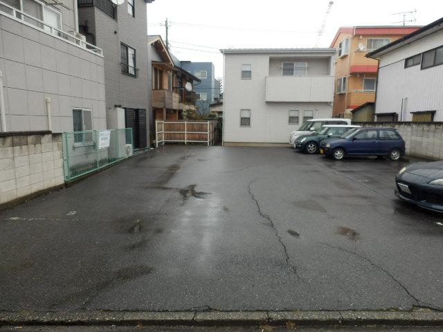 石塚マンション 308号室の駐車場