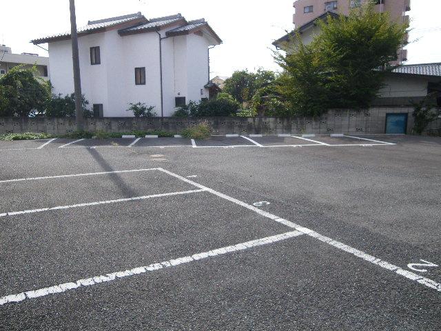 セグンド山星 402号室の駐車場