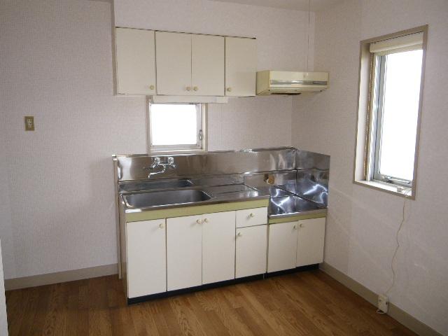 アイカワハイツ A-2号室のキッチン
