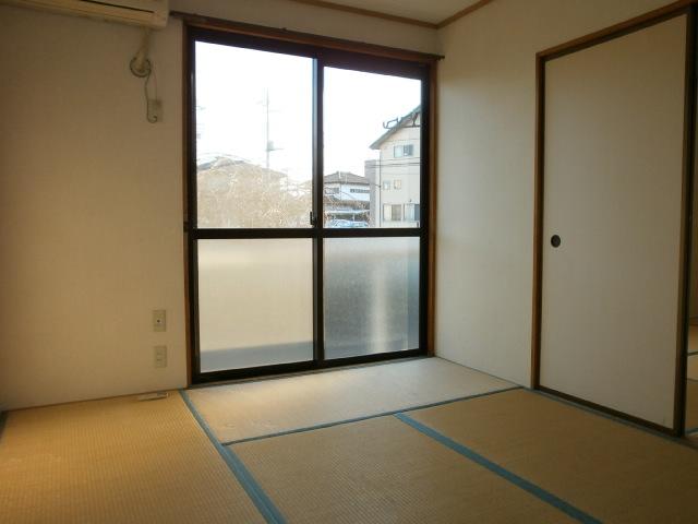 セジュールシマダ 201号室のリビング