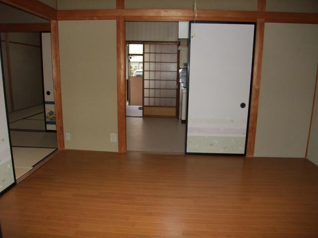 井野駅前レジデンス 203号室のリビング