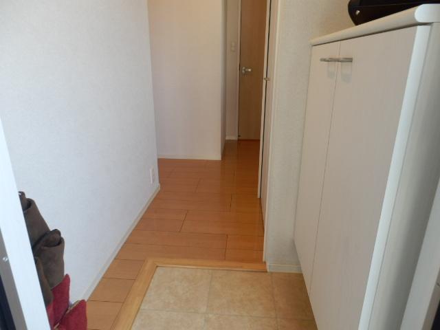 ロザージュ 101号室の玄関
