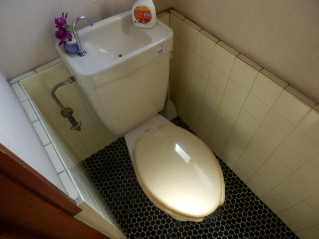 高関町貸家のトイレ