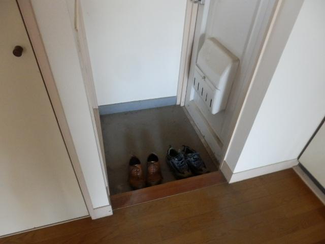 メゾン・ド・エスポワール 103号室の玄関